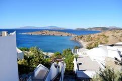Traditionell terrass för vitt hav på en havsbakgrund Arkivbilder