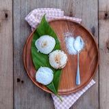 Traditionell thai efterrätt Kanom Krok Det är samma som syrligt gjort arkivbild