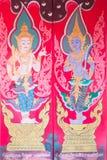 Traditionell thai konst av målning på dörren av den thailändska templet Arkivfoton