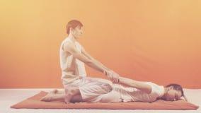 Traditionell thai massage arkivfilmer