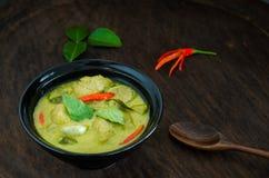Traditionell thailändsk mat för `-Kang Keaw Wan Fish Ball ` Fotografering för Bildbyråer