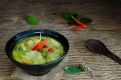 Traditionell thailändsk mat för `-Kang Keaw Wan Fish Ball ` Royaltyfria Foton