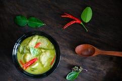 Traditionell thailändsk mat för `-Kang Keaw Wan Fish Ball ` Arkivbilder