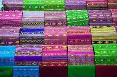 Traditionell thailändsk siden- torkduk Arkivbild