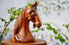 Traditionell thailändsk stilträskulptur som djur tränolla för hus ett Royaltyfria Bilder