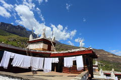Traditionell tibetan folk uppehållbyggnad i en väl bevarad by, Danba, Sichuan, Kina Arkivbild