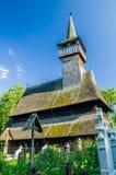 Traditionell träkyrka i Maramures område, Rumänien Royaltyfria Foton