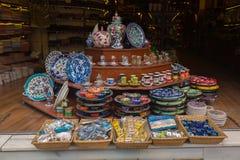 Traditionell turkisk keramik på storslagen basar Arkivfoton