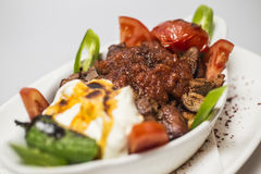 Traditionell turkisk mat - Iskender kebap Royaltyfri Foto
