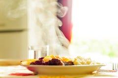 Traditionell turkisk maträtt med ris och potatisar med rök Arkivbilder
