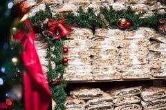 Traditionell tysk jul bakar ihop - tranbäret Stollen, jul royaltyfri foto