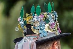 Traditionell tysk man för hattar som dekoreras med populära modeller Royaltyfria Foton