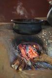 Traditionell ugn på ett lantligt kök arkivfoton