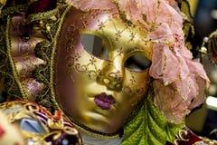 Traditionell venetian maskering i Venedig Arkivfoton