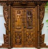 Traditionell wood dörr royaltyfri fotografi