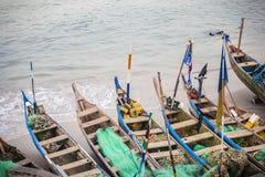 Traditionella afrikanska fiskebåtar Fotografering för Bildbyråer