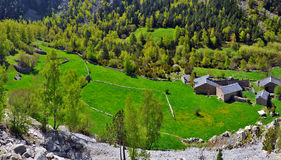 Traditionella andorranska lantgårdar i den Madriu-Perafita-Claror dalen Arkivbild
