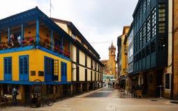 Traditionella asturian boningshus på Oviedo Royaltyfria Bilder