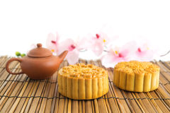 Traditionella bruna mooncakes Royaltyfri Fotografi