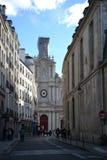 Traditionella byggnader, fransk arkitektur av Paris, Frankrike royaltyfri fotografi