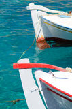 Traditionella cycladic fiskebåtar, Grekland Arkivfoto