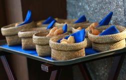 Traditionella djup-stekte doughsticks Royaltyfri Bild