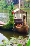 Traditionella en khmerfartyg med sned pilbågar Arkivbilder