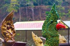 Traditionella en khmerfartyg med sned pilbågar Arkivfoton