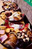 Traditionella europeiska julsötsaker på matfestival Royaltyfri Bild