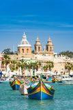 Traditionella fiskareby och fartyg, Malta Arkivbild