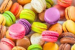 Traditionella franska färgrika macarons Royaltyfria Bilder