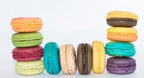 Traditionella franska färgrika makron  Arkivfoto
