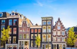 Traditionella gamla byggnader i Amsterdam, Netherland Royaltyfri Bild