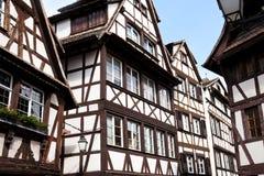 Traditionella gamla hus i Strasbourg Fotografering för Bildbyråer