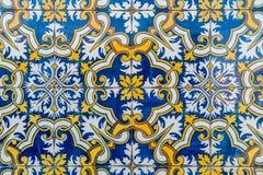 traditionella glasade portugisiska tegelplattor Arkivfoto