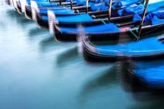 Traditionella gondoler i Venedig, blured Royaltyfria Foton