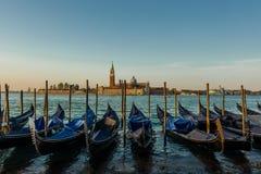 Traditionella gondoler p? Venedig royaltyfri foto