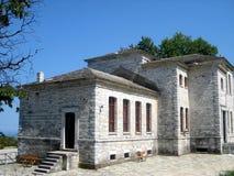 traditionella grekiska berg för arkitektur Arkivbilder