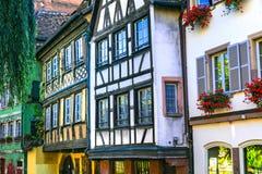 traditionella hal-timrade hus av Strasbourg, Alsace, franc arkivfoto