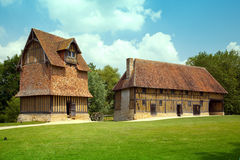 Traditionella halva-timmer hus i Normandie Royaltyfria Foton