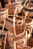 Traditionella handgjorda vävde vide- korgar Arkivfoton