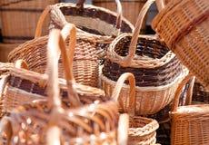Traditionella handgjorda vävde vide- korgar Arkivbild