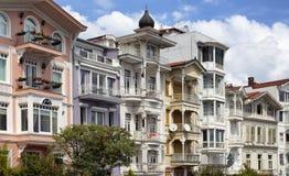 Traditionella, historiska, färgglade gamla byggnader Royaltyfria Bilder