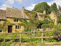 Traditionella hus i Cotswolds Arkivfoto