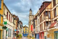 Traditionella hus i Troyes, Frankrike arkivfoton