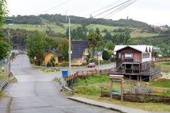Traditionella hus på Curaco de Velez, Chile royaltyfri bild