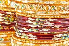 Traditionella indiska armringar Arkivfoton