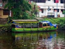 Traditionella indiska fartyg i Alleppey Royaltyfria Bilder
