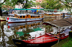 Traditionella indiska fartyg i Alleppey Arkivfoton