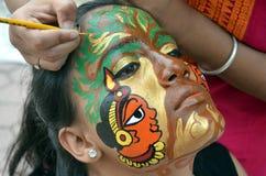 Traditionella indiska målningdesigner på framsida Arkivbild